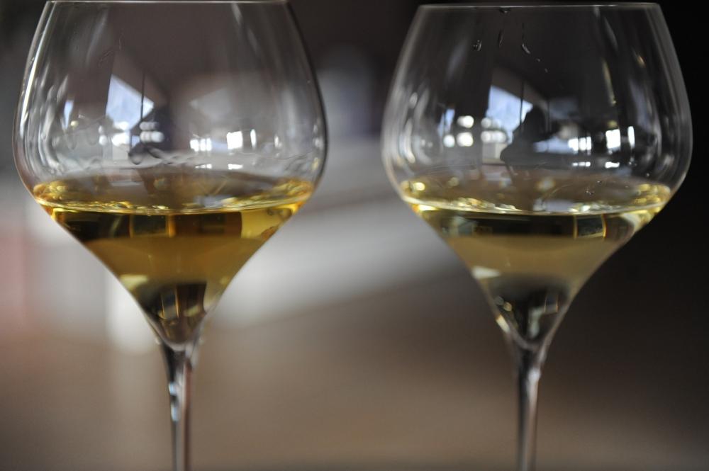 Moss Wood vs Pierro Chardonnay 2009 Margaret River Color